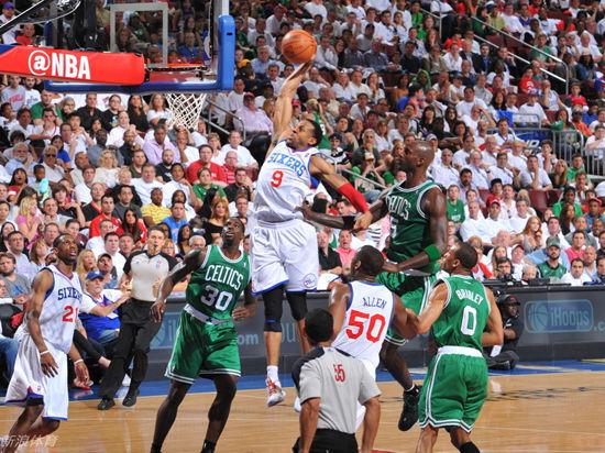 8:00视频直播NBA季后赛东部半决赛凯尔特人vs76人