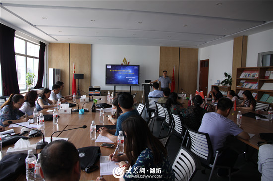 青海省西宁市教育考察团来潍坊东明教育集团考察交流